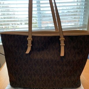 Michael Kors Jet Set Travel Medium